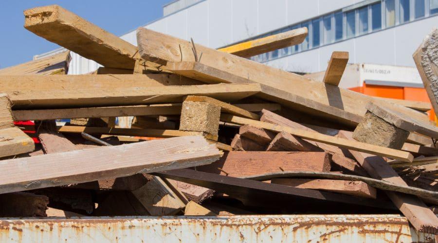 Holz richtig entsorgen – so geht's und da geht es hin